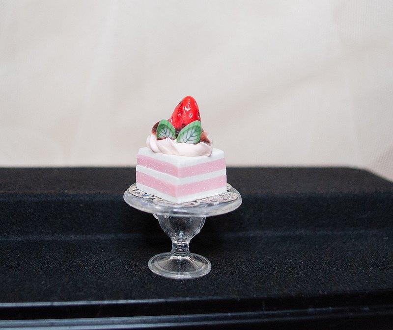 【生活日常】袖珍高腳盤手工蛋糕・鮮奶油草莓夾層方型軟陶模型