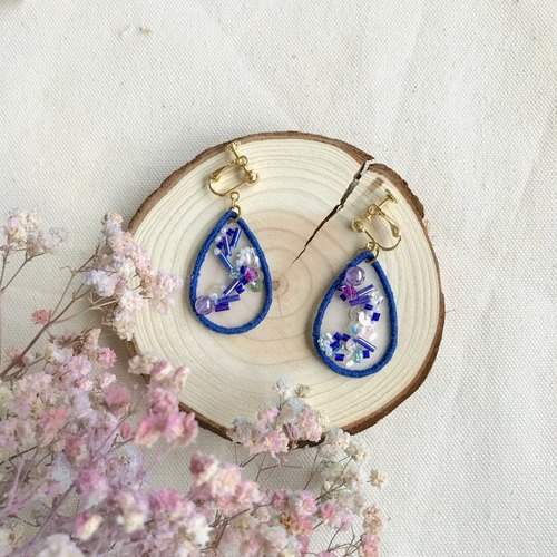 Hand embroidery * light through the dream series earrings - deep sapphire
