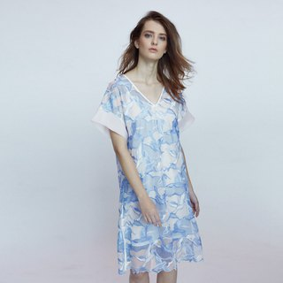 Seagull embroidery pattern style V neck dress