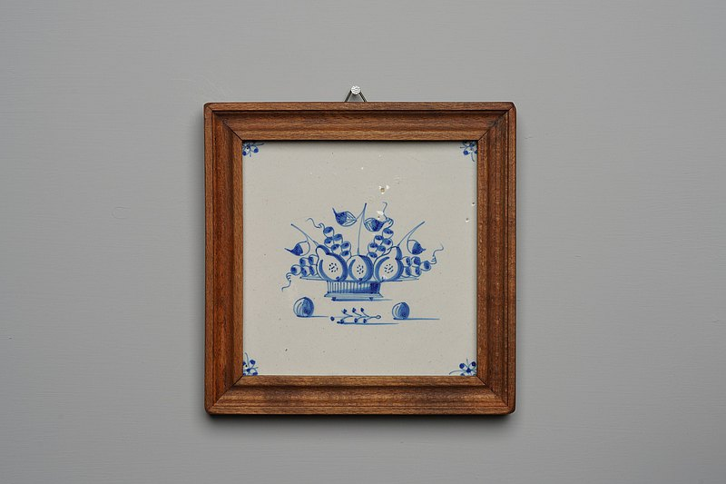Blue fruit basket tile  (T067) / delft blue  / hand-painted / Antiques