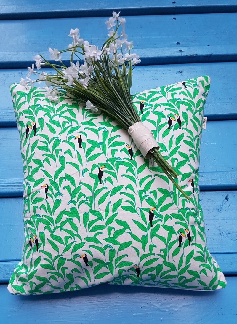 Nordic fresh and characteristic cute woodpecker leaf pattern pillow/pillow