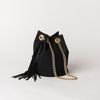 GOLD CHAIN POCHETTE  --  FRINGE BLACK