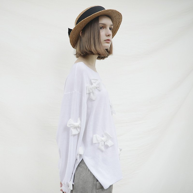 White bow sweater - imakokoni