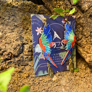 humming-Embroidery earrings /red-and-green macaw