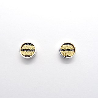 A centimeter round C-925 silver earring on the ear