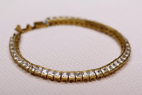 Zircon row diamond bracelet
