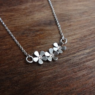 Flowers bloom silver necklace