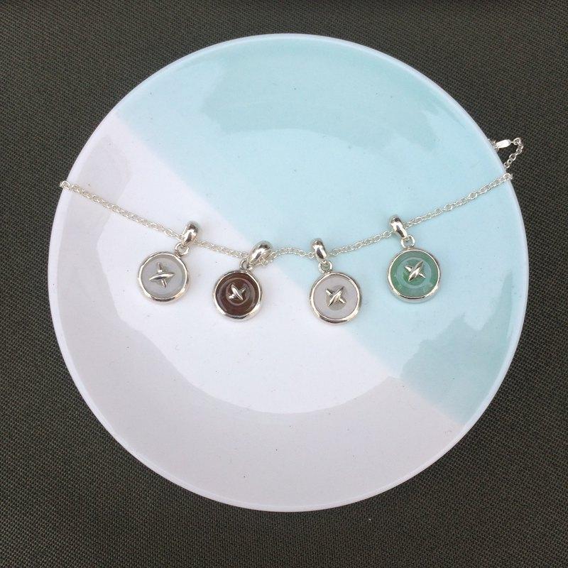 安然--天然翡翠 (緬甸玉) 鈕扣造型純銀鎖骨鍊