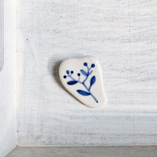 Little Plant brooch royal blue