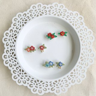 Handmade embroidery * Sweet wildflower asymmetric earrings / can be clipped