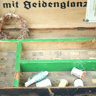 【Good day fetish】 German vintage century antique spool set box