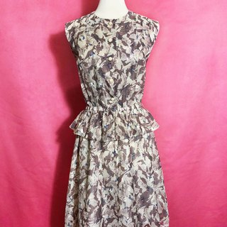 Textured ruffled sleeveless vintage dress / brought back to VINTAGE abroad