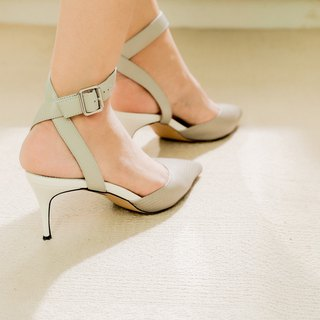 Simple winding structure, color matching sandals gray