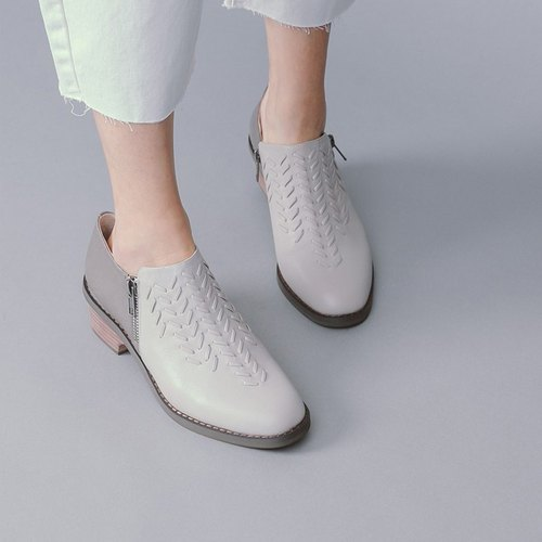 Woven three-dimensional striae retro leather thick with gray shoes