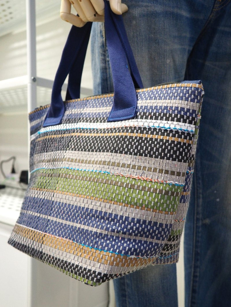 Hand Carry Day Bag in Diamond Blue