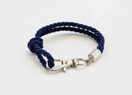 Silver clip bracelet in navy blue color