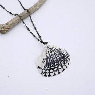 Upcycling Necklace, Shell, Free hand drawing, zen drawing