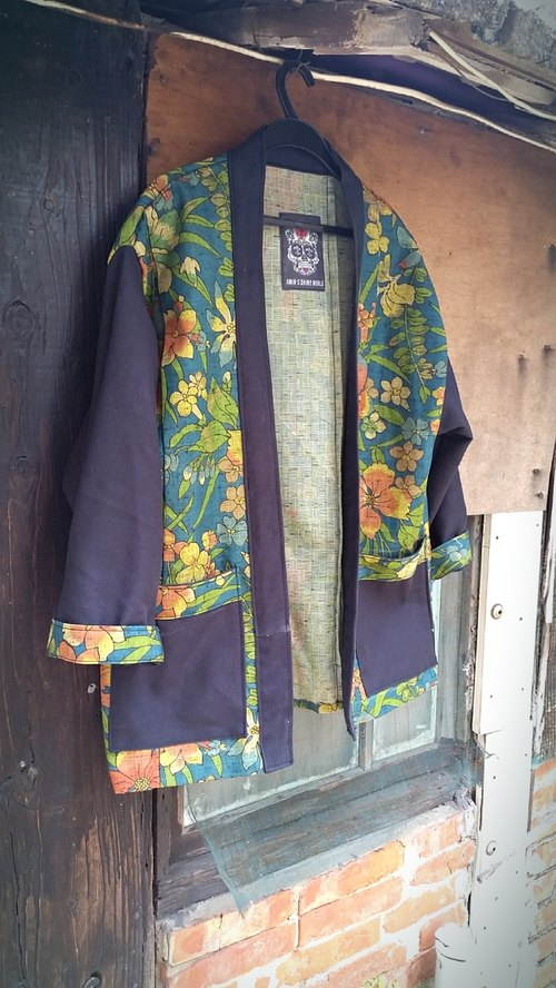 A MIN custom handmade Japanese floral kimono fight bristles black blouse tannins coat (only this one)