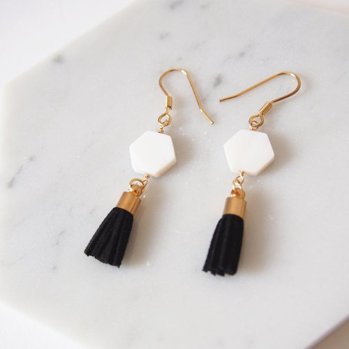 """KeepitPetite"" retro temperament · hexagonal Fritillaria black tassel long earrings · hanging ear hook / ear clip"
