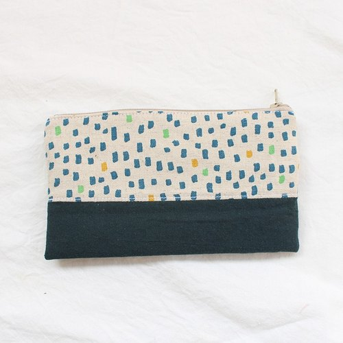 Rain stitching pencil case / pencil case
