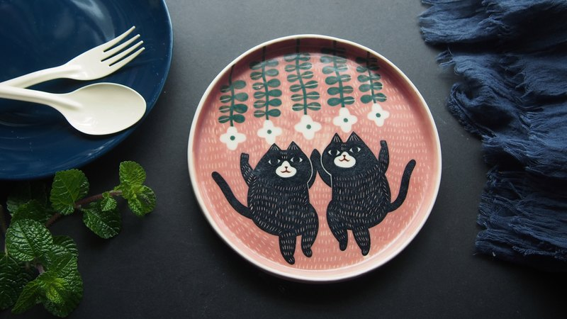 Fat Cat Dancing (L)  l ceramics l May&Clay Ceramics Studio