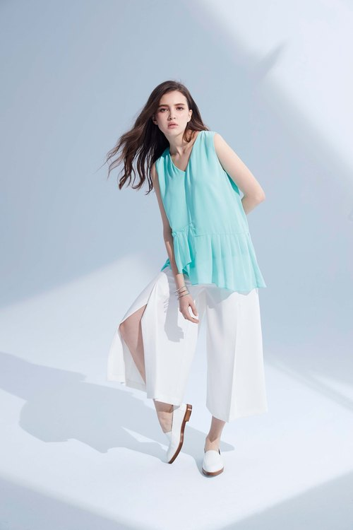 AEVEA fresh color asymmetrical chiffon shirt