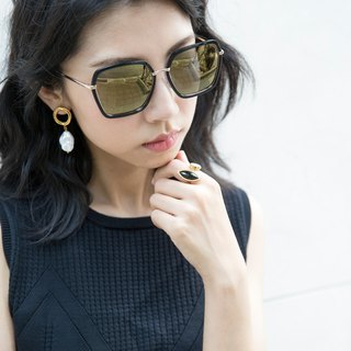 Classic Box / Mani Sunglasses (Deep Black)