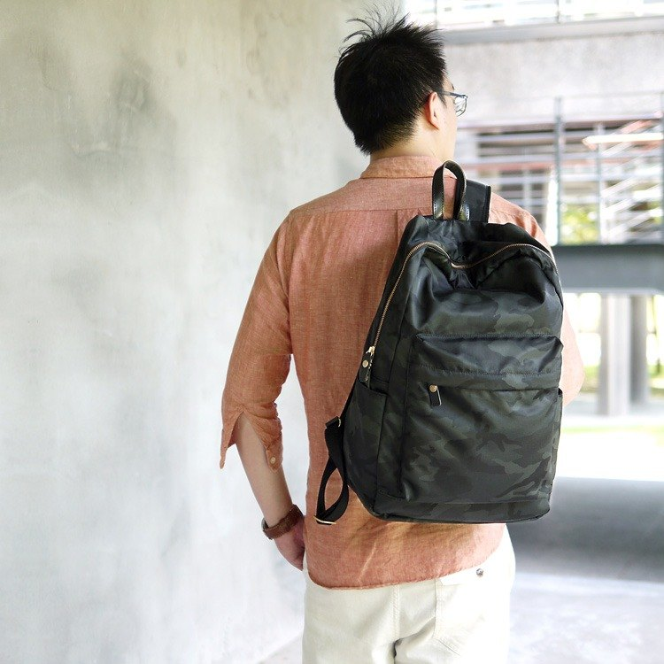 Will be casual lightweight lightweight nylon camouflage hand / backpack Made in Japan by Folna