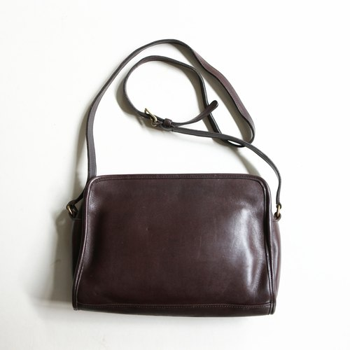 A ROOM MODEL - VINTAGE, BC-2560 COACH brown zipper side bag