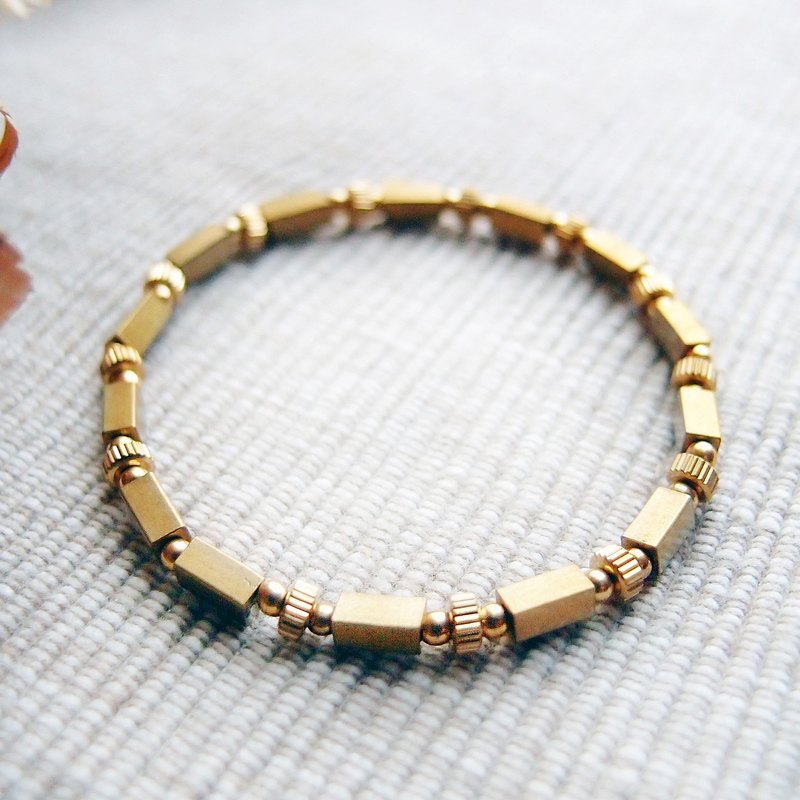 VIIART is scheduled for XV. Brass bracelet