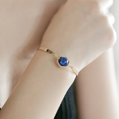 ESCA STUDIO • Planet Series Natural Blue Crystal Bracelet