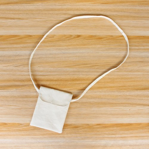 Plain white oblique backpack (round cover) / phone bag storage bag