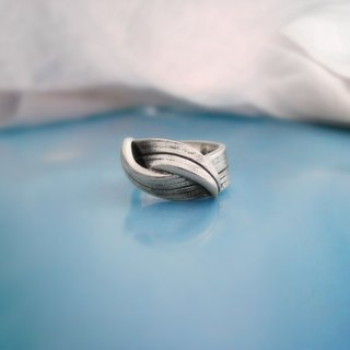 S Lee-925 Silver Hand made rolls of grass series - embrace ring