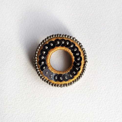 Brooch of small hoop (mustard x Antique Silver)
