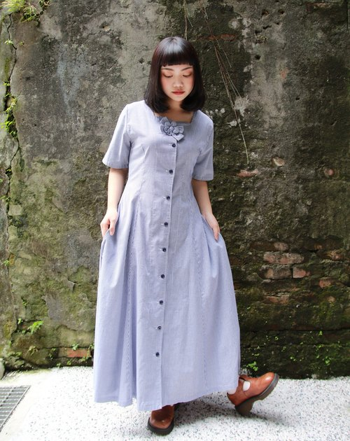 Back to Green :: European novelist vintage dress (D-06)