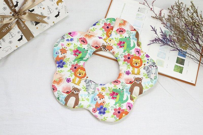 Hello baby系列。雲兜│六重紗口水巾  圍兜:::夢想花園