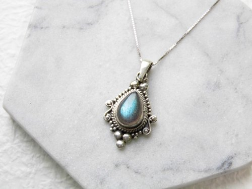 Labradorite stone spectrum 925 sterling silver inlaid Baroque style necklace made by hand in Nepal