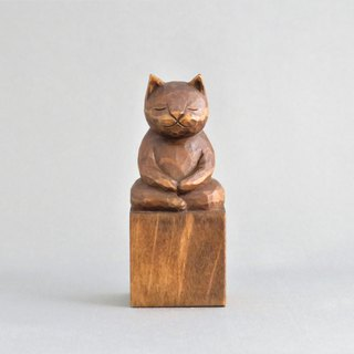 Wood carving cat, such as the Buddha Zen meditation. A1120