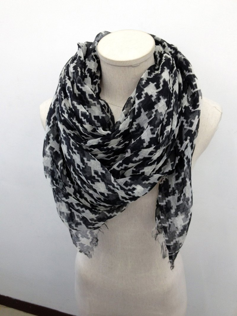 Houndstooth Wool Scarf (Black/White)