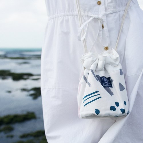 Side of the bucket bag _ hand-painted geometric lines (in stock)