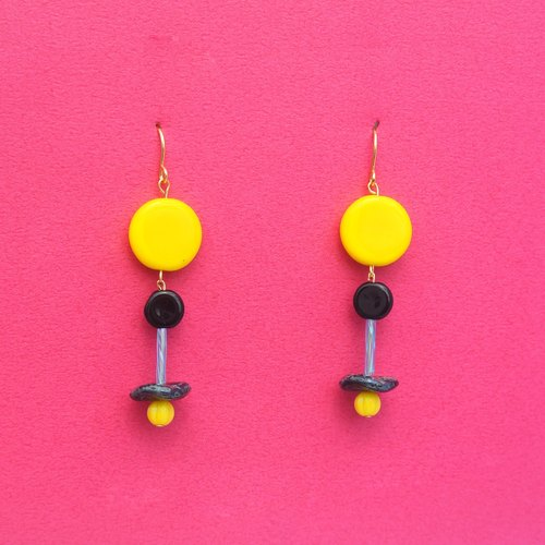 Bright yellow circular glass / black small circular glass / tortoiseshell dish glass beads earrings