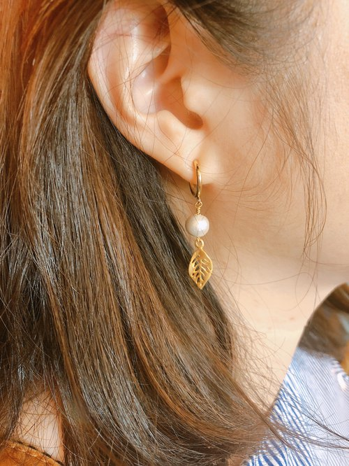 :: jiejie :: cotton pearl foggy leaf classic earrings