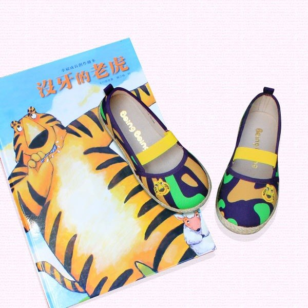 Mary Janes shoes–purple color toothless tiger.( includes the boots/books)
