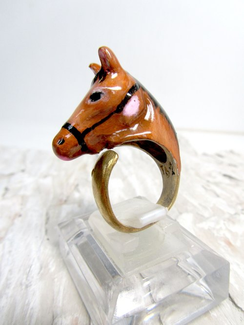 Brass horses ring size can be adjusted relatively Epoxy painted production