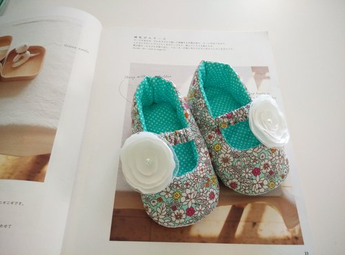 Green Lake Floral baby shoes doll shoes + white cloth flowers births gift