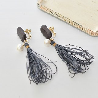 イヤリング/Tassel earrings/wood/black