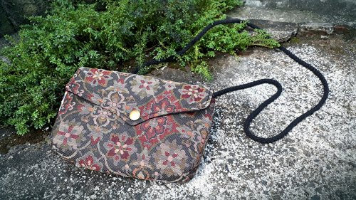 AMIN'S SHINY WORLD Hand made Japanese kimono jacquard flowers Seagull covered with copper buckle shoulder bag