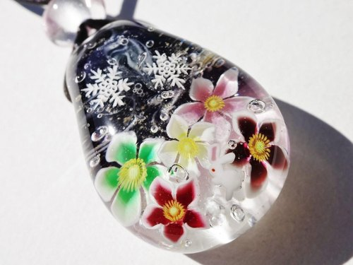 """Christmas Rose and a Rabbit"" Glass Tenpo Ball Pendant Rabbit Snow Crystal"