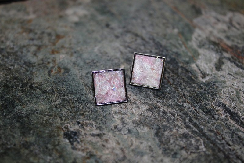 New York soft clay pin earrings