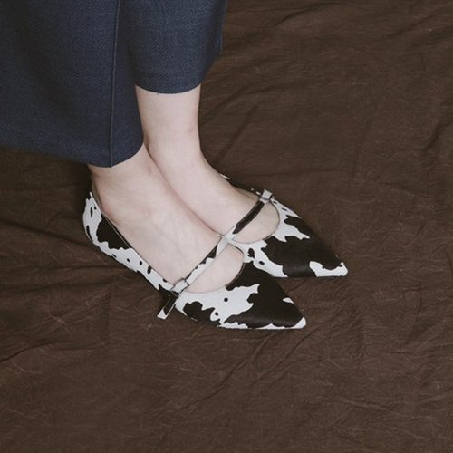 Small thin with pointed leather flat shoes dairy cows